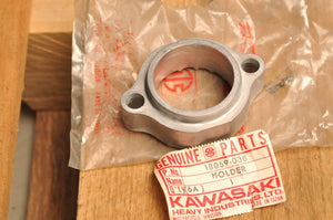NOS GENUINE KAWASAKI 18069-038 EXHAUST PIPE CLAMP HOLDER COLLAR MACH I II S1 S2