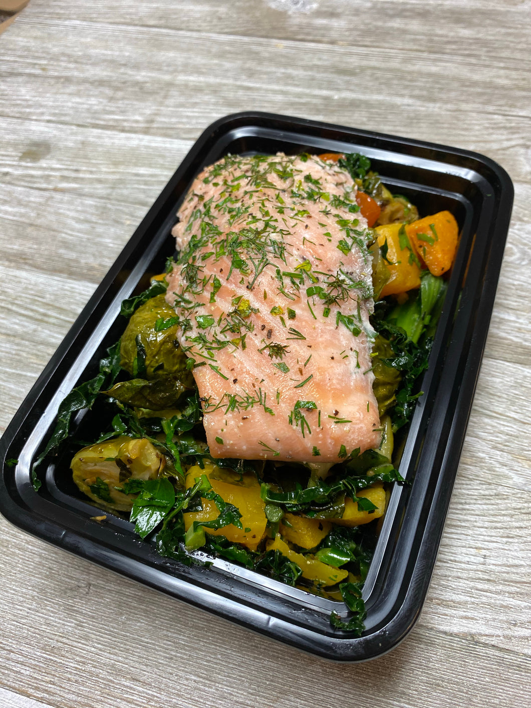 Lemon dill roasted salmon w/ roasted veggies & kale