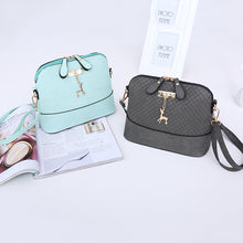 Fashion Shell Shape Mini Hand Bag.