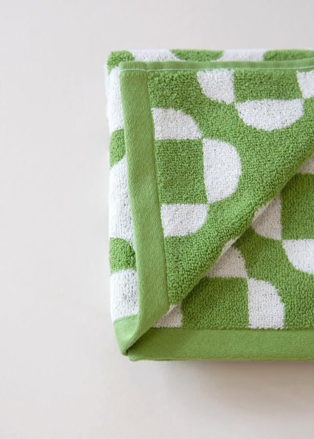 Flower Bath Towel - cara cara