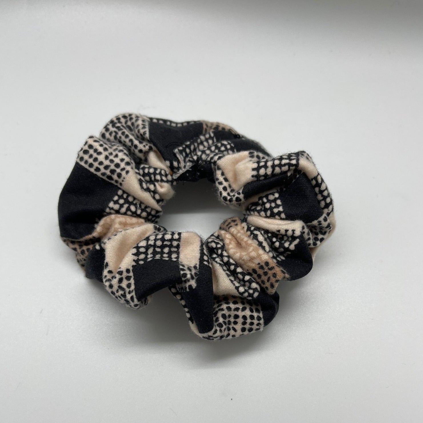 TAN BLACK PLAID SCRUNCHIE