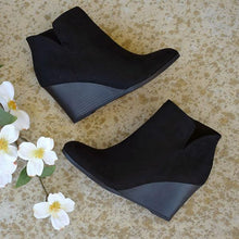 Load image into Gallery viewer, Bonnieshoes Side Slit Wedge Booties