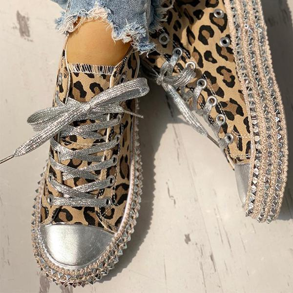 Bonnieshoes Fashion Leopard Rivet Embellished Lace-Up Sneakers