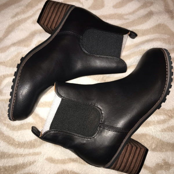Bonnieshoes Chunky Cleated Heel Chelsea Boots