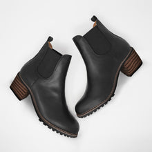 Load image into Gallery viewer, Bonnieshoes Chunky Cleated Heel Chelsea Boots