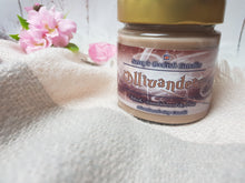 Laden Sie das Bild in den Galerie-Viewer, Ollivanders - Musk, Sandalwood & Pine - Bookish Candle