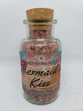 Laden Sie das Bild in den Galerie-Viewer, Mermaid's Kiss - Red Coral & Vanilla - Bookish Bath Salt