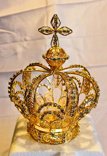 Gold Filigree Capelinha Crown