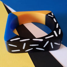 Load image into Gallery viewer, Memphis design dual colour bangle in blue and yellow