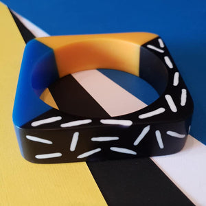 Memphis design dual colour bangle in blue and yellow