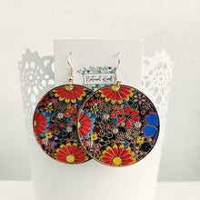 Load image into Gallery viewer, Round Floral Design Earrings