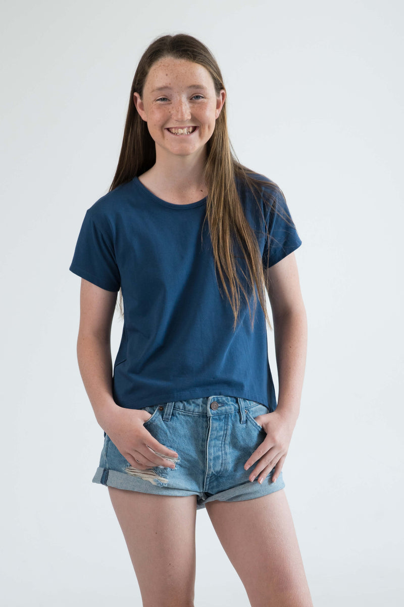 tween clothing girls top t-shirt blue banana leaf palms front close up