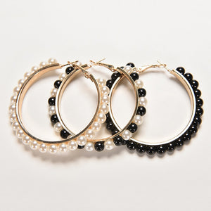 Golden hoops earrings with pearls in white, black or black and white