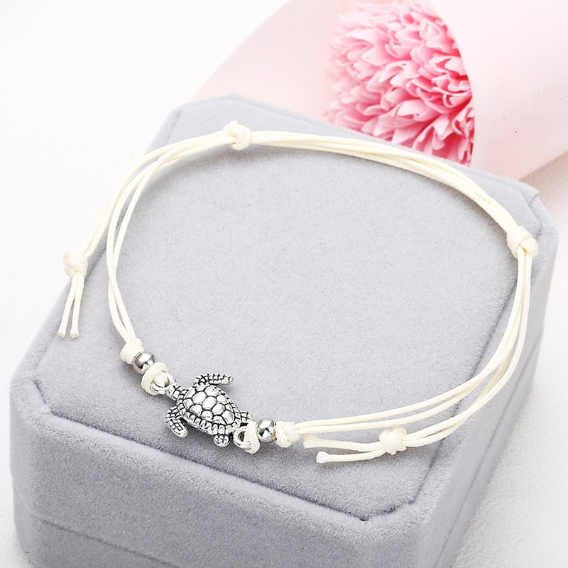 Anklets with metal turtle in white