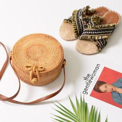 Camel brown Round straw bag with edges with long strap and bow buckle lock