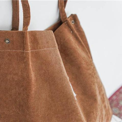 Zoomed brown corduroy bag