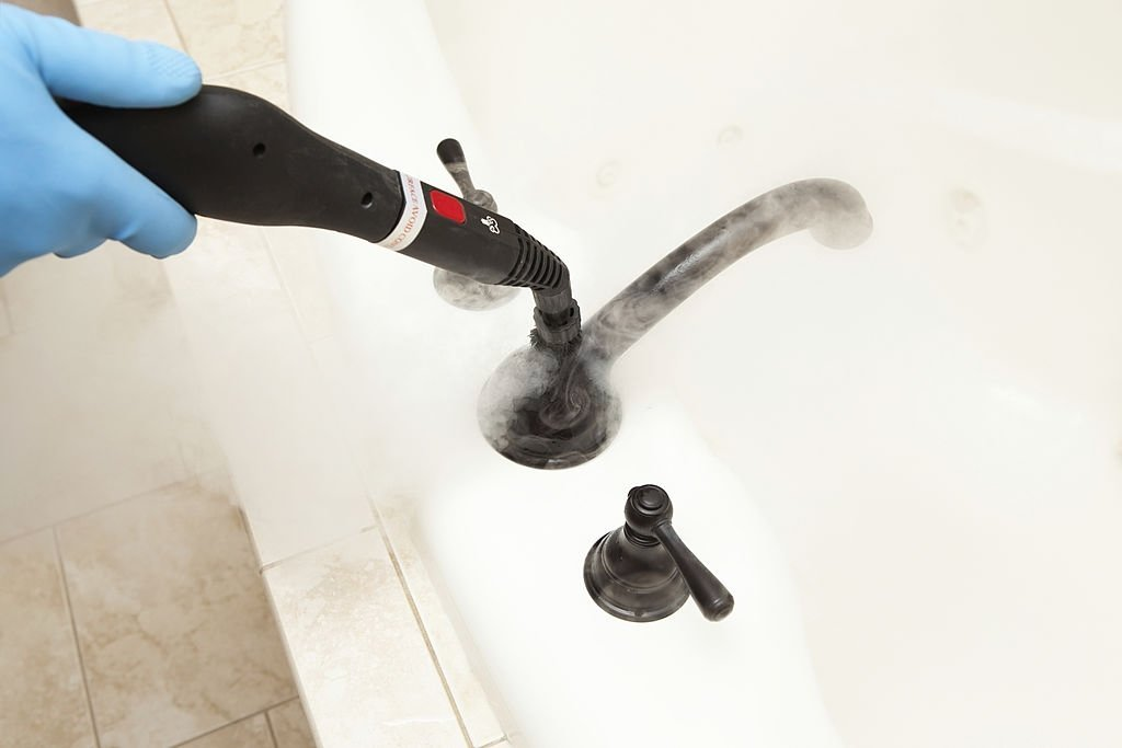 Many have been asking what is the best bathroom steam cleaner to buy, this question although simple on the surface is more difficult than it appears
