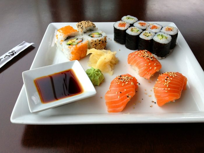 It doesn't matter which restaurant you go to; there are definite dos and don'ts you should follow to enjoy sushi