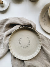 Load image into Gallery viewer, Oat Wreath Pie Dish