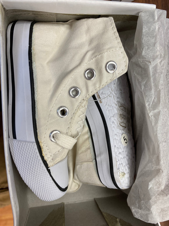 Toddler Shoes (White size 7&8) - Chicano Spot