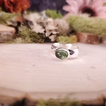 Load image into Gallery viewer, Light Green Tourmaline Hammered Ring