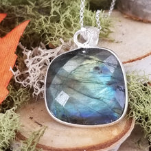 Load image into Gallery viewer, Labradorite Faceted Pendant