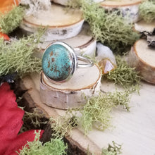 Load image into Gallery viewer, Tibetan Turquoise Circular Ring