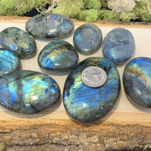 Load image into Gallery viewer, Labradorite Palm Stones