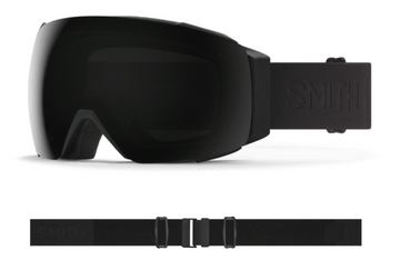 2021 Smith I/O MAG Snow Goggle in a Blackout Frame with a ChromaPop Sun Black Lens