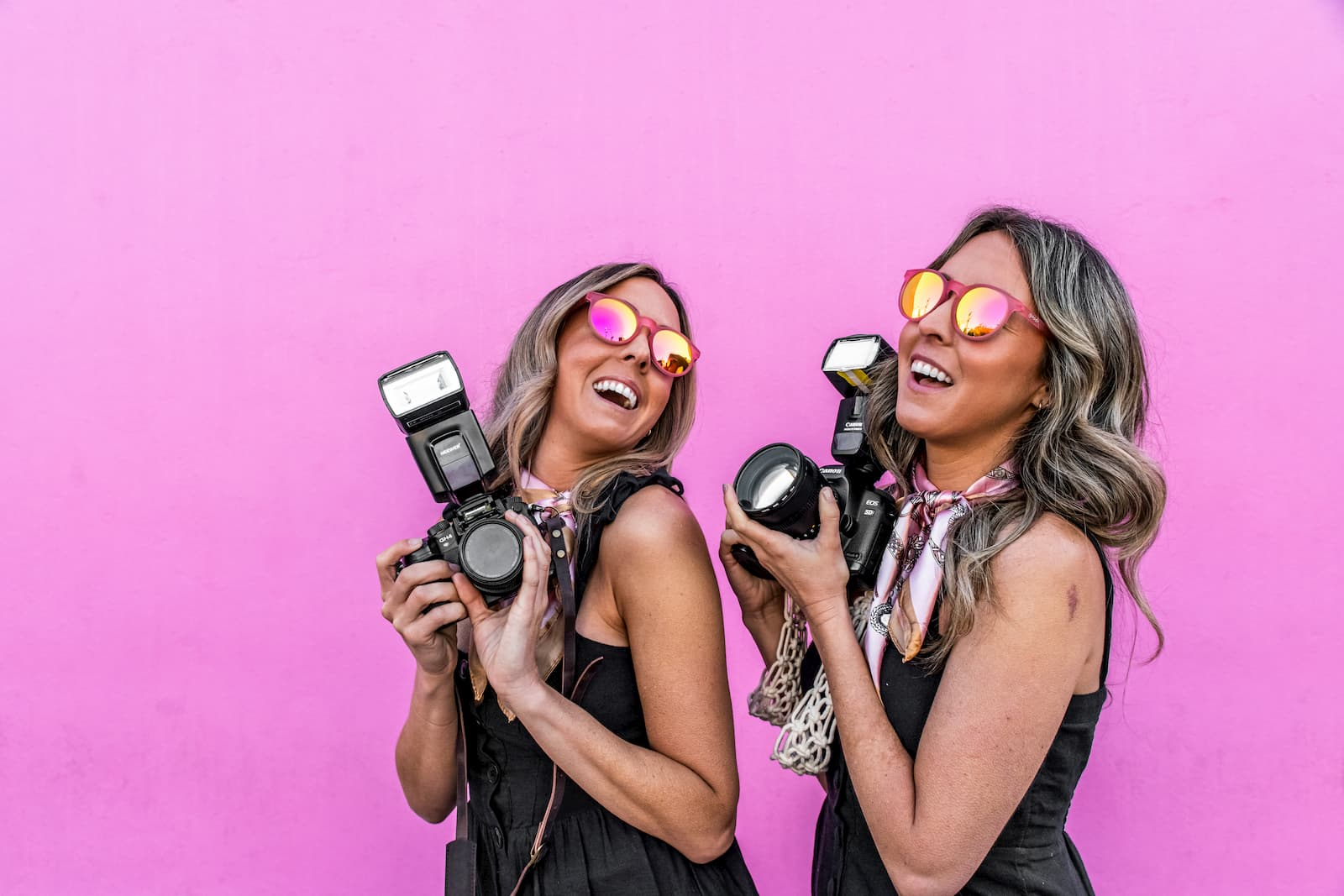 round pink mirrored sunglasses on photographer girls