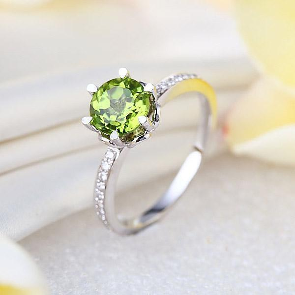Peridot (1.4ct) Ring in 14K White Gold with Diamonds (0.147ct) 14K Gold Engagement Rings Oanthan