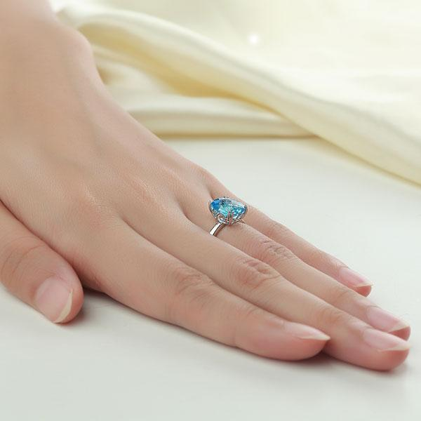 Swiss Blue Topaz Ring in 14k White Gold (3.9ct) 14K Gold Engagement Rings Oanthan
