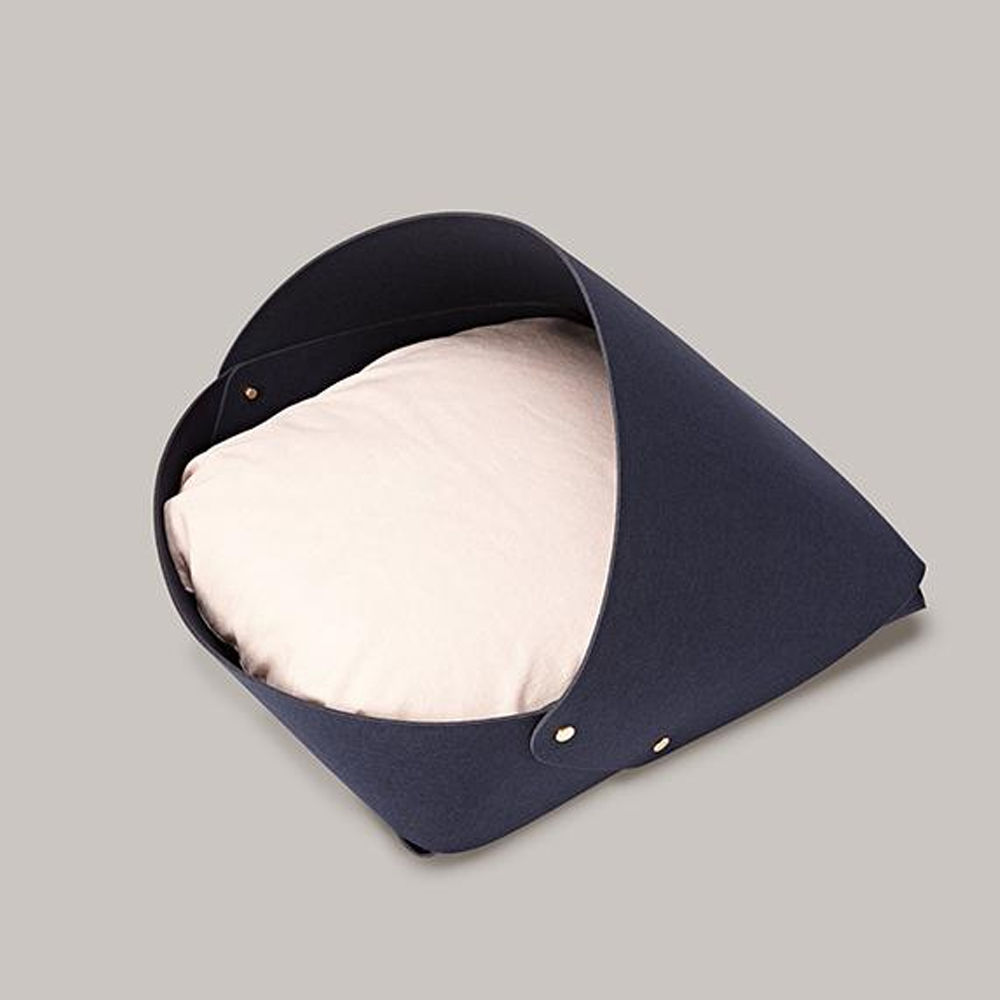 Marron Dog Bed: Navy