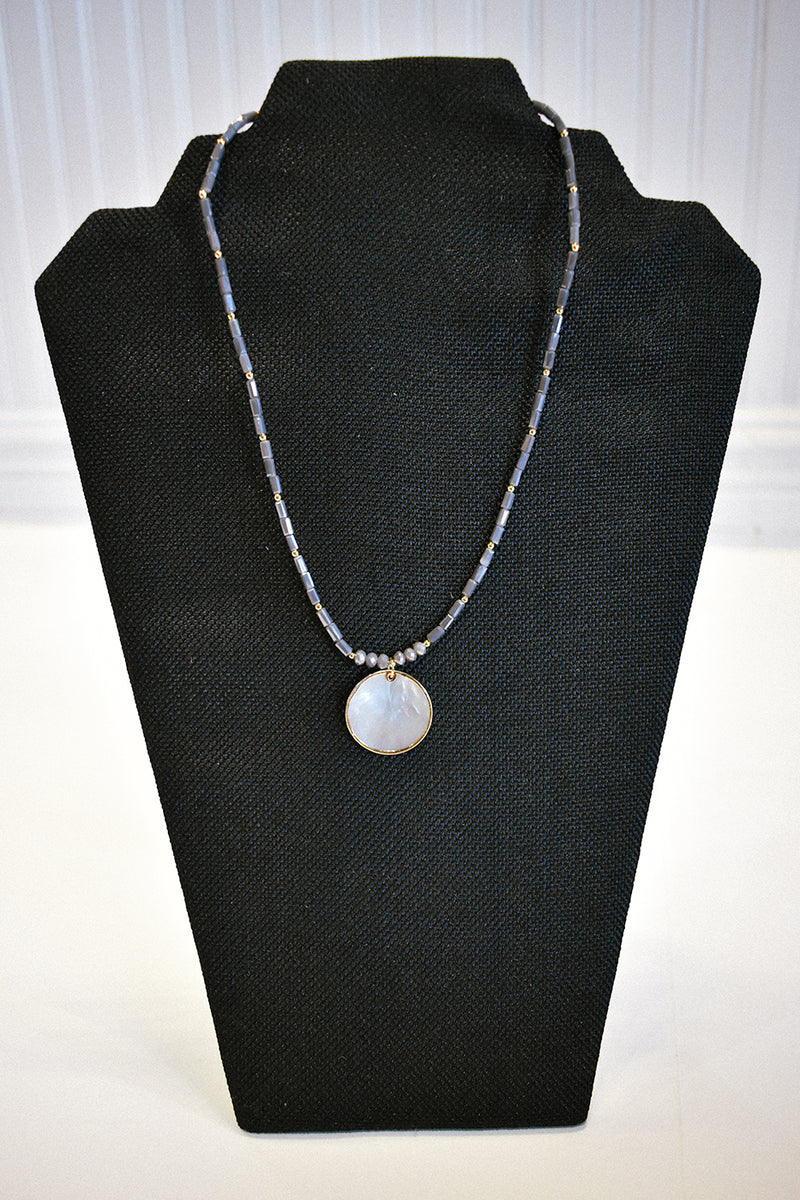 GREY SHELL CIRCLE NECKLACE