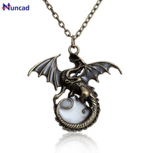Carica l'immagine nel visualizzatore di Gallery, 2017 New Fashion Game of Throne dragon Punk Luminous Dragon Pendants & Necklaces GLOW in the DARK Necklaces