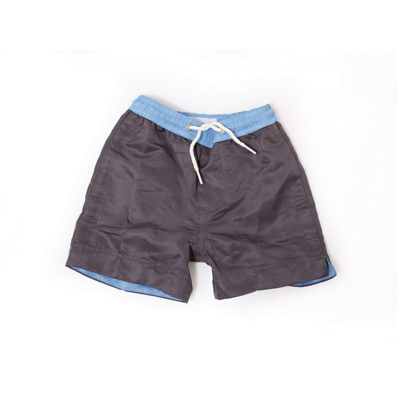 Our plain 'Norway' kids shorts in a solid grey colour. The 'Luca' fit features our signature Thomas Royall blue waistband.