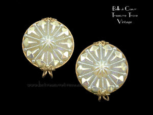 Hillcraft Earrings Translucent White wit AB Coating 12829