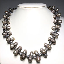 Load image into Gallery viewer, Flower Freshwater Pearl Necklace