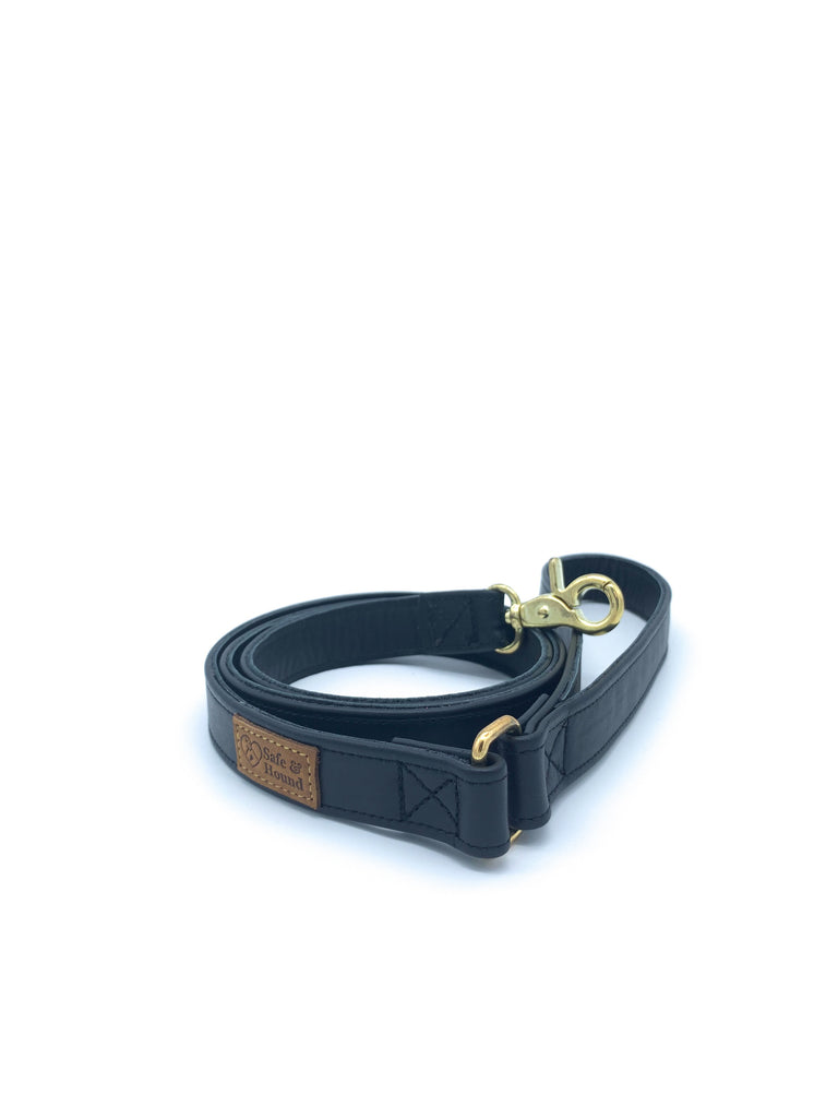 Leather leash in smooth black with gold metal hardware in size S.
