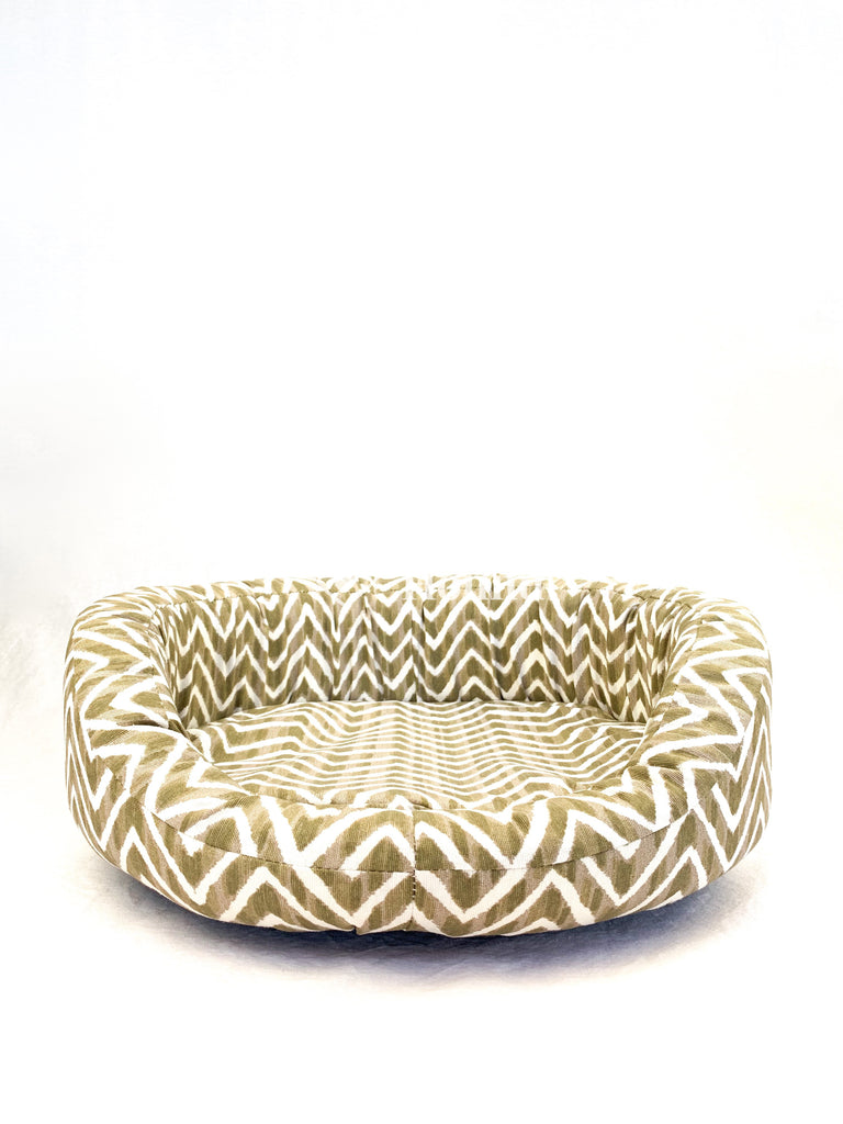 Front view of a Bolster Bed size S in gold/white zig-zag canvas.