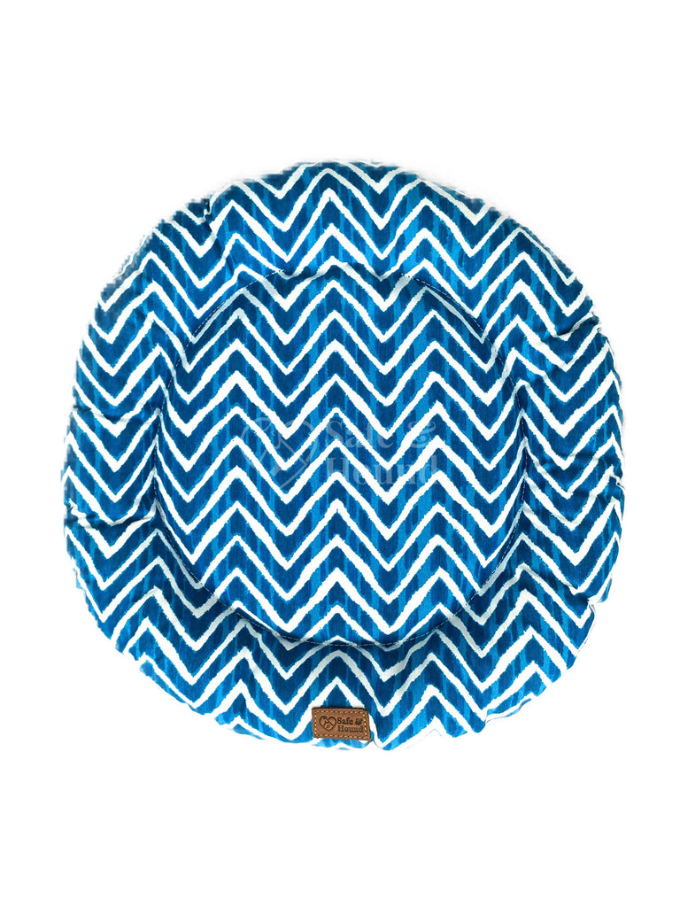 Top view of a Camp Bed size S in marine blue/white zig-zag patterned canvas.