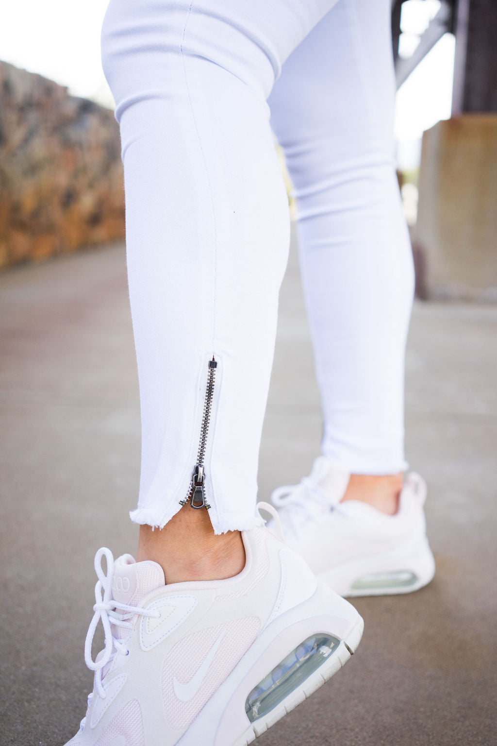 Classic Zip Skinny Jeans- White