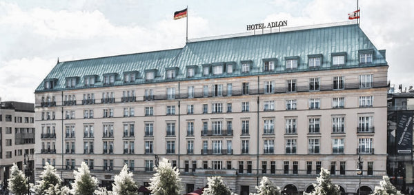 you look perfect zeigt Kollektion im Adlon Kempinski hotel Berlin