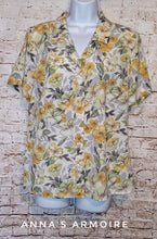 Load image into Gallery viewer, Jaclyn Smith Button Down Top Size L