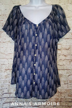 Load image into Gallery viewer, I Heart Ronson Button Down Top Size L (Juniors) - Anna's Armoire