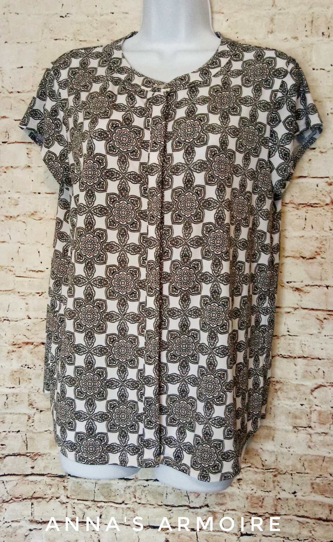 Dana Buchman Button Down Top Size M - Anna's Armoire