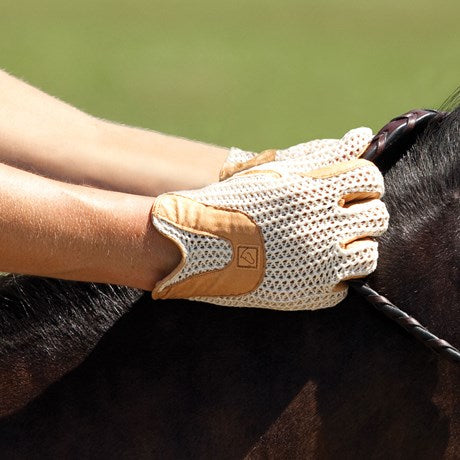 Ann Turnicky, blogger of Horse Country Chic about the lifestyle of the Virginia Horse Country, likes classic string gloves.