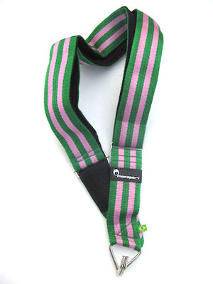 Pink and green Mangueira samba school colors on a shoulder strap with a single hook. Made by macapart.