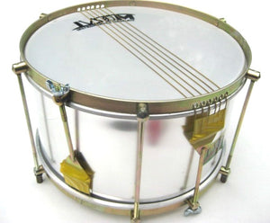 Two sets of 6 strings on this aluminum shell IVSOM caixa. Beautifully shiny Brazilian drum.