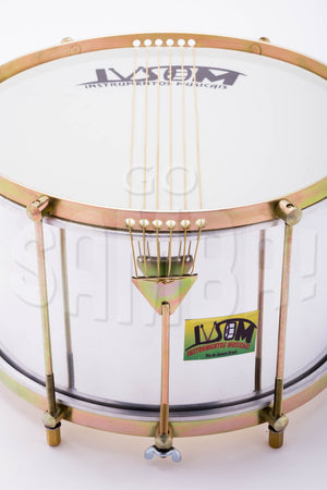 Close up view of drum perfect for caixa em cima. 6 strings with classic aluminum shell.